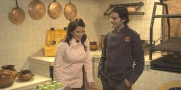"Osvaldo Benavides y Karla Souza ""Me Late Chocolate "" Videocine"