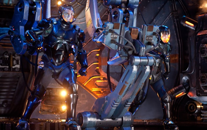 "TITANES DEL PACÍFICO Copyright: © 2013 WARNER BROS. ENTERTAINMENT INC. AND LEGENDARY PICTURES FUNDING,  L-r) CHARLIE HUNNAM as Raleigh Becket and RINKO KIKUCHI as Mako Mori in the sci-fi action adventure ""Warner Bros.  Pictures and Legendary Pictures PACIFIC RIM,"" a Warner Bros. Pictures release."
